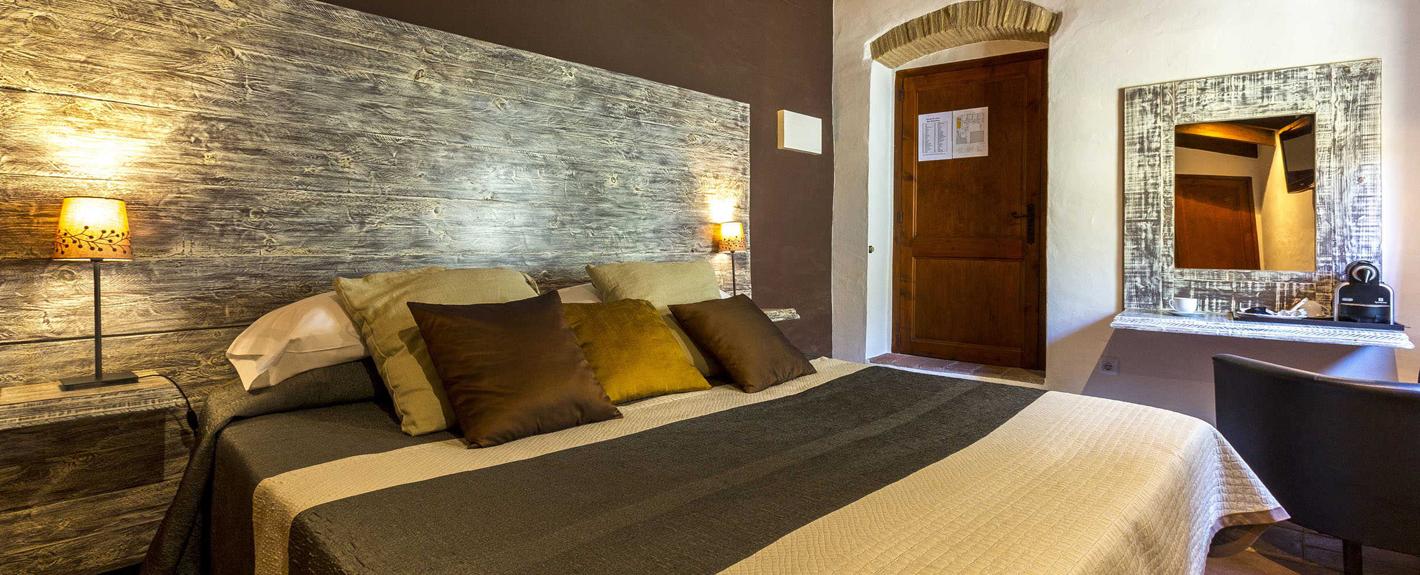 ROOMS - <br /> <b>Notice</b>:  Undefined property: stdClass::$titol in <b>/var/www/vhosts/hotelelcaudelpapibou.com/httpdocs/seccio/habitacions/fitxaHabitacio.php</b> on line <b>26</b><br />
